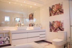 clutter free bathroon